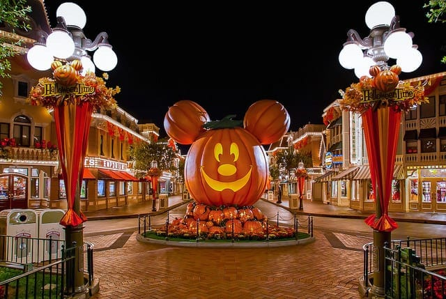 Mickey's Halloween Party! Enjoy Ear-y Entertainment