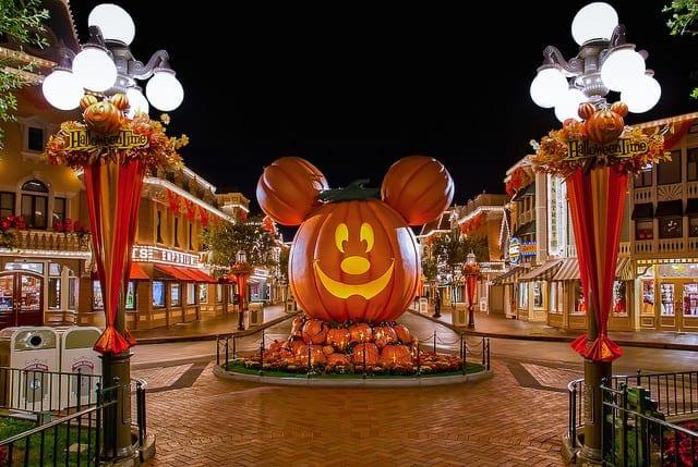 Mickey's Halloween Party! Enjoy Ear-y Entertainment