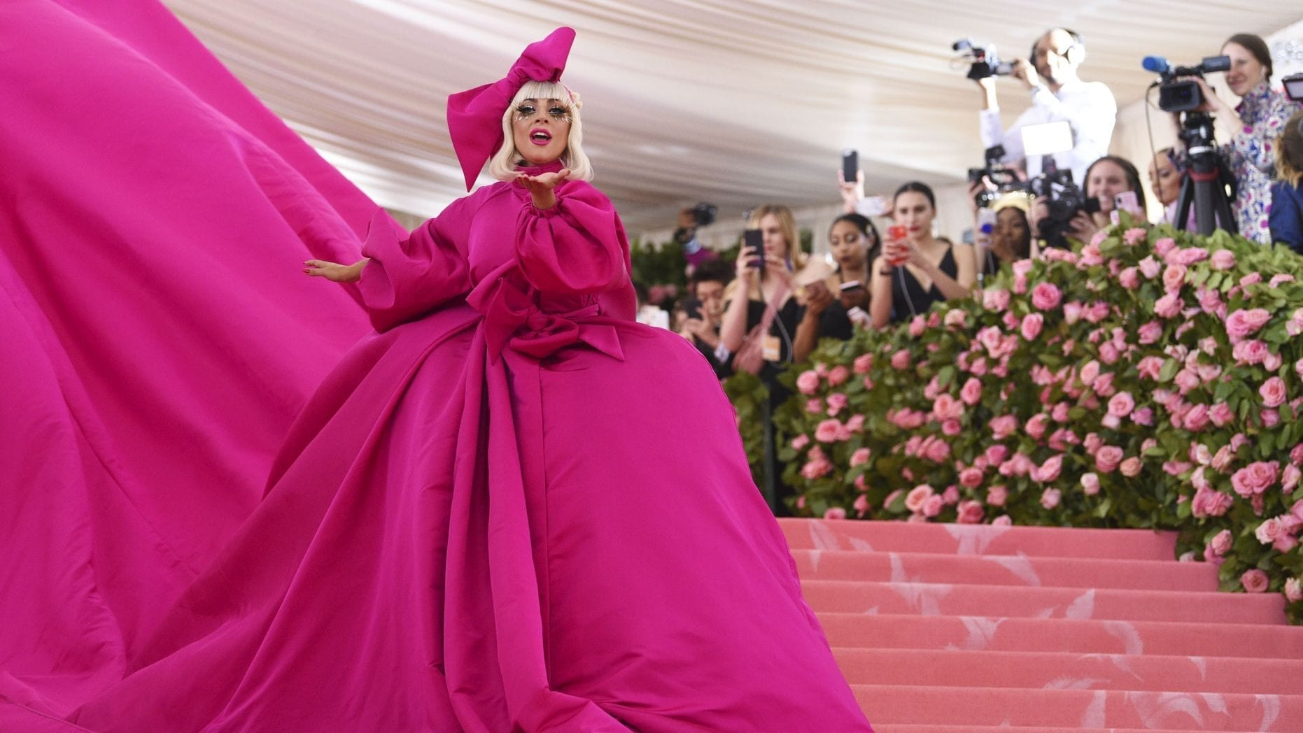 Lady Gaga's AMAZING entrance into the Met Gala 2019